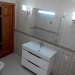 Большое зеркало в ванне в квартире в Севастополе в центре понравится милым дамам